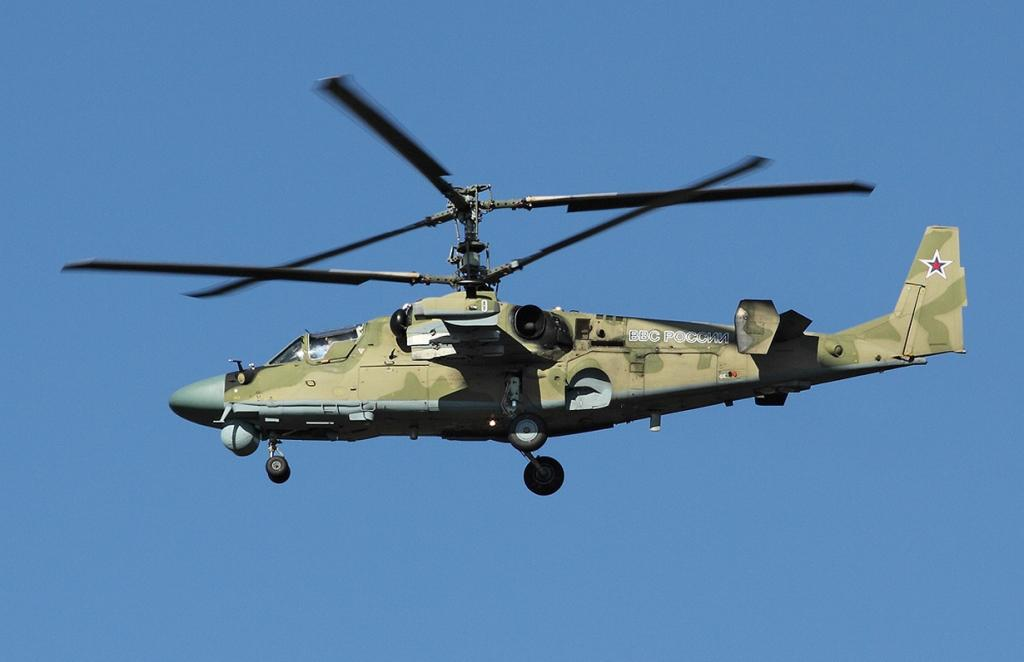 Вертолёт Ка-52 «Аллигатор» — российская «машина-убийца». Является последователем Ка-50 «Чёрная акула», отличаясь от предшественника наличием двух мест для пилотов. Предназначен для выполнения военных задач. Способен выполнять манёвры сложного характера, к примеру, мёртвую петлю. На сегодняшний день признан одним из самых манёвренных вертолётов в мире. (Maxim Maksimov)