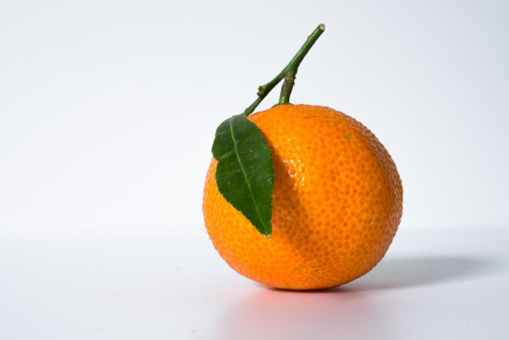 Мандарины. Плод содержит витамины А, B1, B2, B3, B5, B6, B9, С, D, К, РР, а также микроэлементы — железо, калий, кальций, магний, натрий, фосфор. (Wouter de Bruijn)