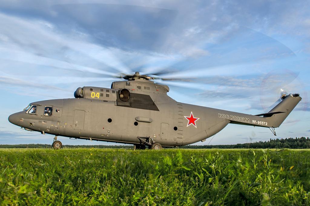 Вертолёт Ми-26 — ещё одно советское детище, которое до сих пор производится на ростовском вертолётном заводе Роствертол. Разделяют 16 модификаций, использующихся для выполнения военных, медицинских, гражданских, грузовых, пожарных задач. На сегодняшний день Ми-26 признан самым крупным транспортным вертолётом в мире. (Alex Beltyukov)
