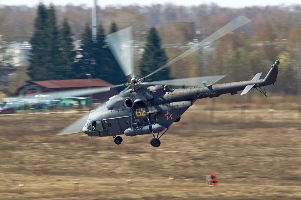 Вертолёт Ми-8 — творение советского конструктора вертолётов Михаила Леонтьевича Миля. За историю существования Ми-8 было изготовлено 12 000 экземпляров, которые используются в военных и других целях (производство продолжается). На сегодняшний день этот вертолёт признан самым массовым двухдвигательным вертолётом в мире. (Alex Beltyukov)