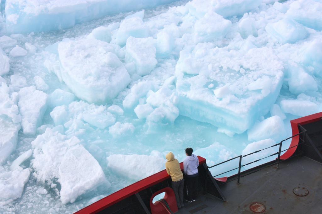 В оковах льда. (NASA/Kathryn Hansen)