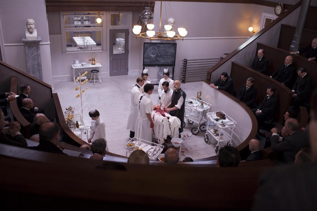 3. «Больница Никербокер». Канал Cinemax. Звёзды: Клайв Оуэн, Майкл Ангарано. (Anonymous Content/Cinemax)
