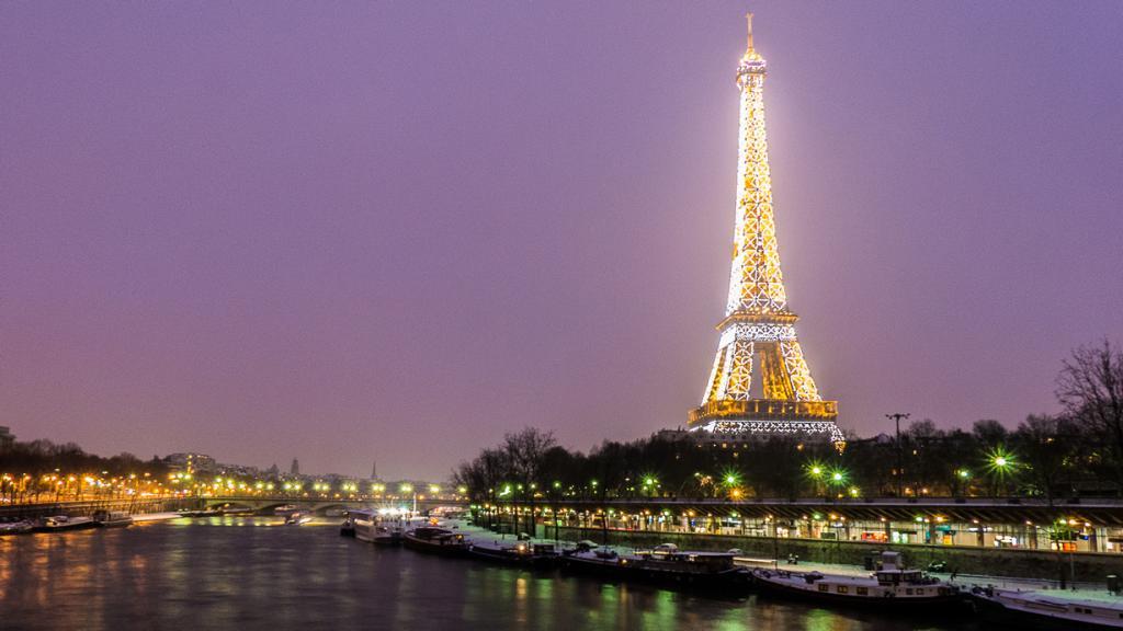 Франция. Париж. Рождественское время. (Yann Caradec)