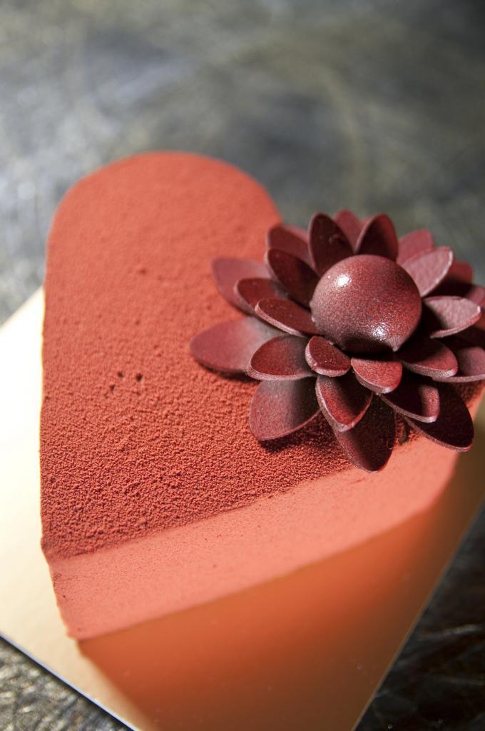 Кондитерская Жана-Поля Эвина. Заведение славится, прежде всего, десертами из шоколада — шоколадные макароны, шоколадные конфеты, шоколадные торты и т.д. (Yuichi Sakuraba)