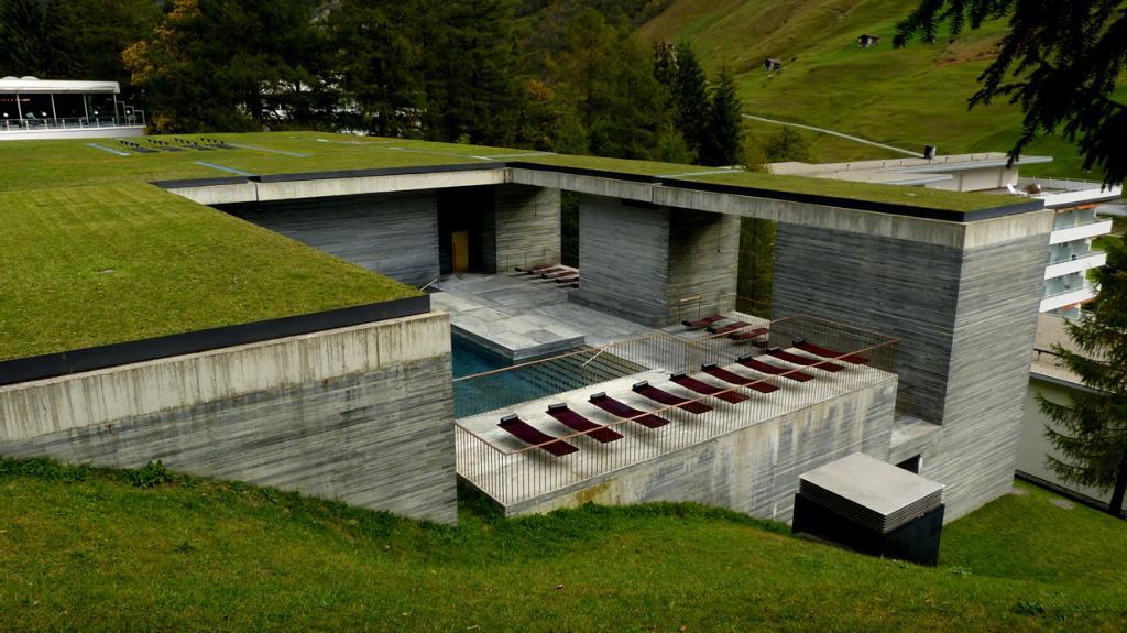 3 место. Швейцария, Вальс. SPA-комплекс Therme Vals. Средняя температура воды составляет 30 градусов. (Mariano Mantel)