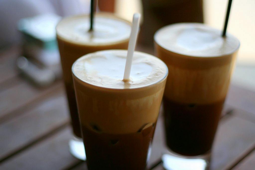 Фраппе — холодный растворимый кофе, покрытый пеной. Напиток родом из Греции. (Robert Gourley)