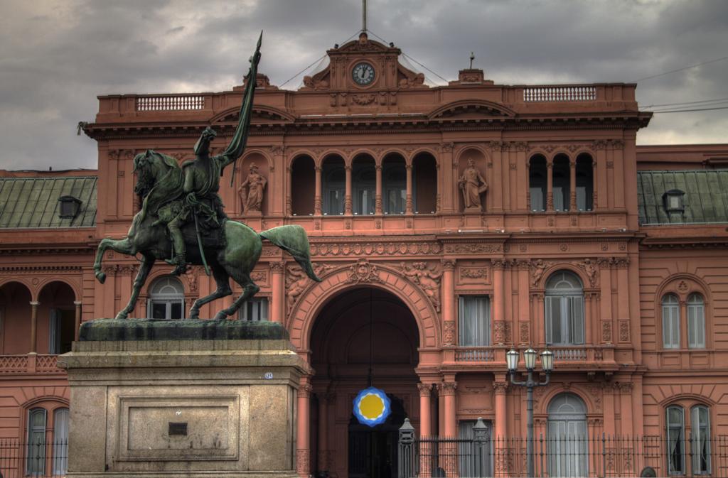 Аргентина. Буэнос-Айрес. Каса-Росада является официальной резиденцией Президента страны. (Gino Lucas Turra)