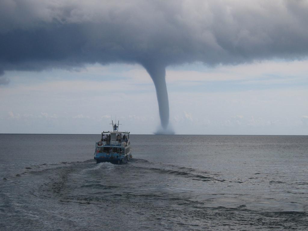 Торнадо — атмосферный вихрь. (Th. Walther)