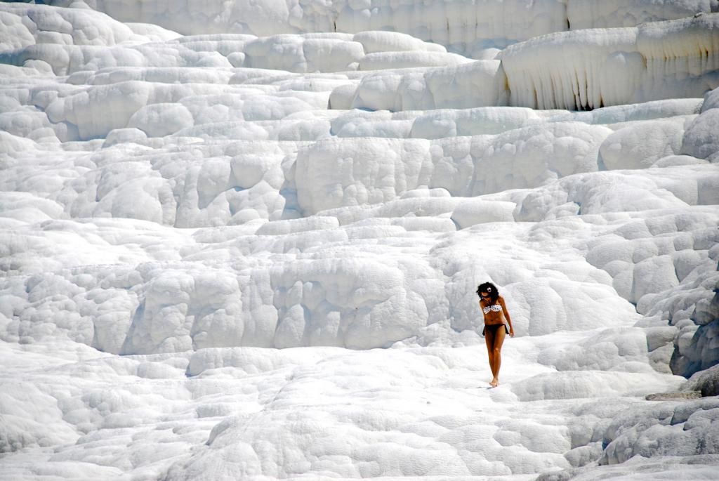 5 место. Турция, Денизли.  Природный комплекс Памуккале. Температурой воды варьируется от 35 градусов до 100 градусов. (Claudio Riccio)