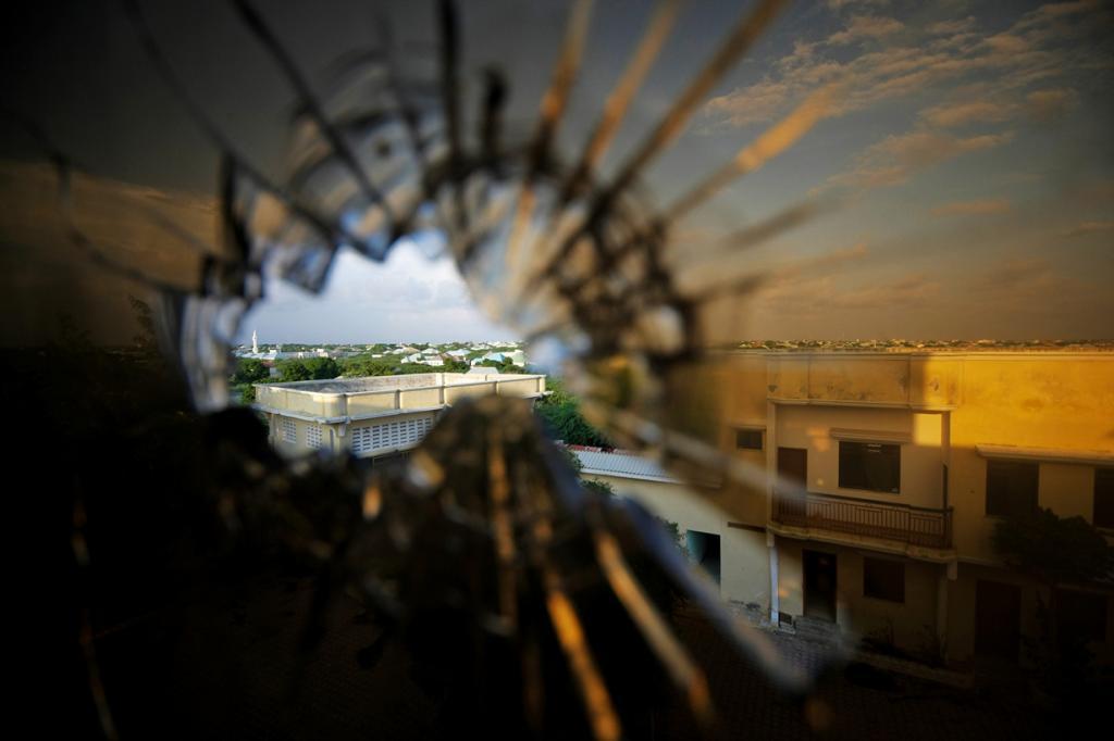 Сомали. Вооружённый конфликт продолжается c 1988 года по сей день. В военных действиях участвуют правительственные войска и исламисты. В событиях также фигурировали вооружённые силы США и ООН. (UN Photo/Stuart)