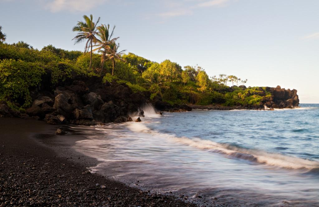 Пляж находится на территории острова Мауи, Гавайи. (Pedro Szekely)