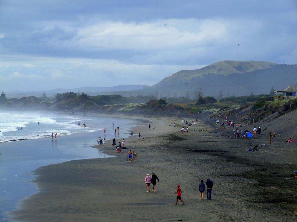 Пляж находится на территории Окленда, Новая Зеландия. (Sarah Macmillan)