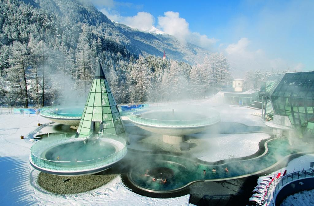 2 место. Австрия, Ленгенфельд. Термальный отель «Аква-Дом». Средняя температура воды составляет 35-39 градусов. (AQUA DOME)