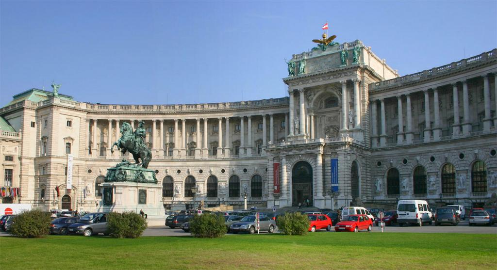 Австрия. Вена. Хофбург является официальной резиденцией Президента страны. (Peter Gerstbach)