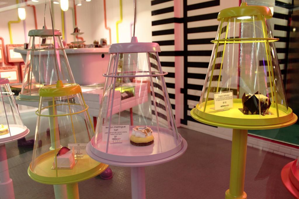 Австралия. Кондитерская Адриана Зумбо. Заведение славится, прежде всего, своим тортом под названием Ангельский торт V8, который считается самым дорогостоящим во всей Австралии. (L)