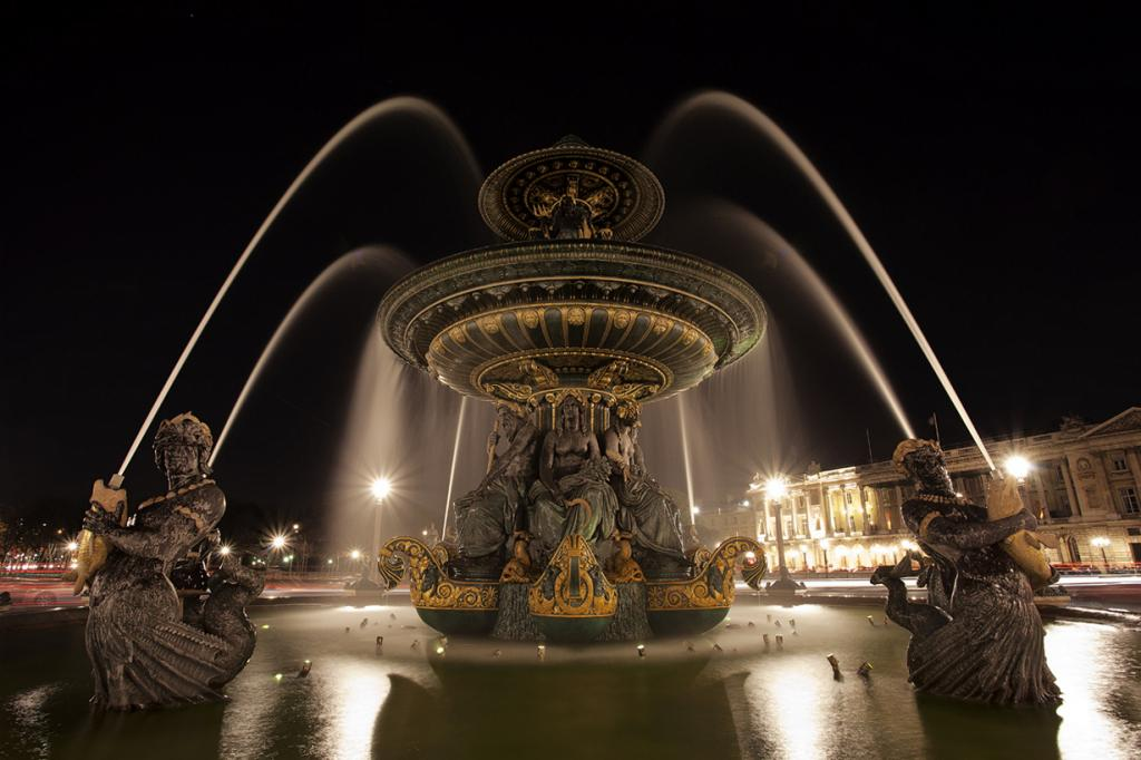 Франция. Париж. Фонтан на площади Согласия. (Pierre-Louis FERRER)