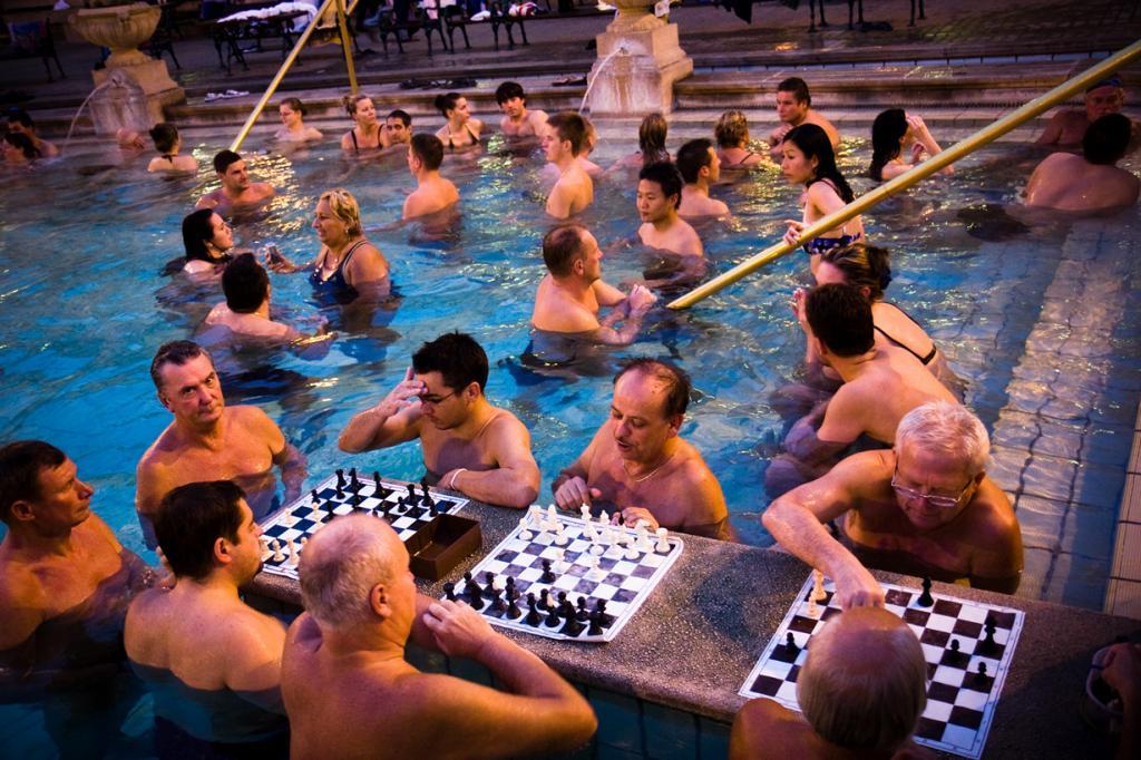 4 место. Венгрия, Будапешт. Купальня Сечен. Температура воды варьируется в зависимости от бассейна — от 18 градусов до 40 градусов. (Éole Wind)