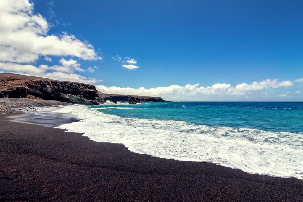Пляж находится на территории одноименной деревни на острове Фуэртевентура, Канарские острова. (Sven Walter)