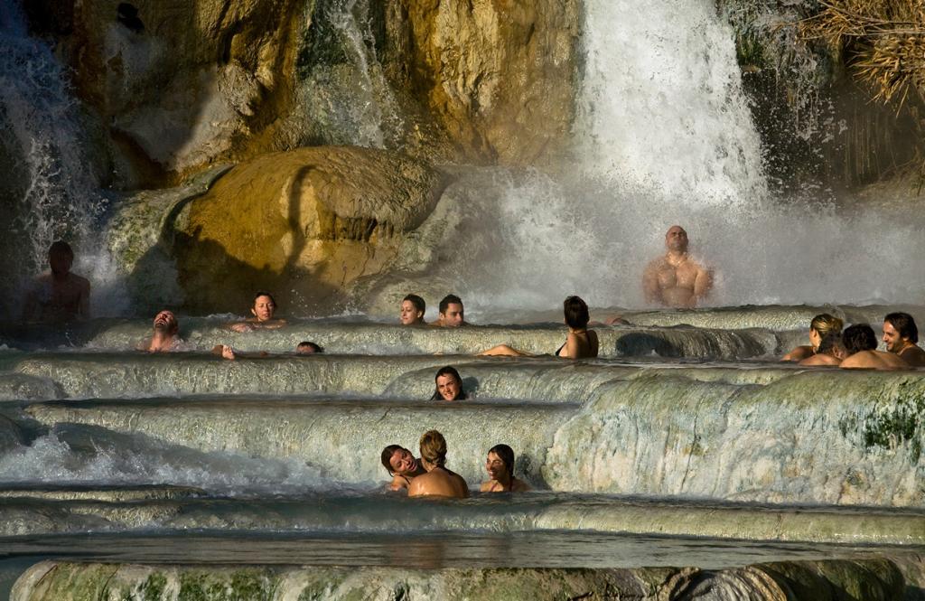 7 место. Италия. Сатурния. Термальный курорт Terme Di Saturnia. Круглый год вода имеет постоянную температуру 37,5 градусов. (aurelio candido)