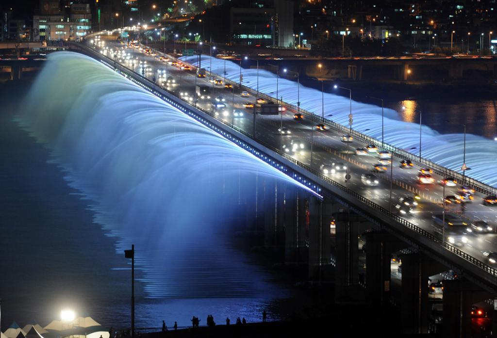 Республика Корея. Сеул. Мост-фонтан радуги. (Gu Gyobok)