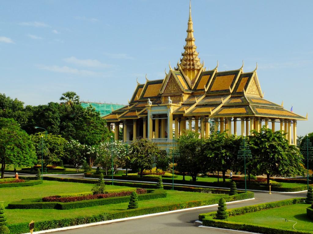 Камбоджа. Пномпень. Королевский дворец является резиденцией Нородома Сиамони. (Tee La Rosa)