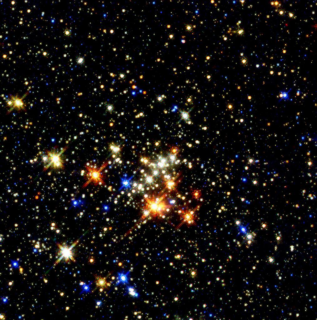 Звёздное скопление «Квинтиплет». Самое отчётливое изображение самого большого звёздного скопления в Млечном Пути. Снимок был сделан космическим телескопом «Хаббл» в 1997 году. (NASA on The Commons)