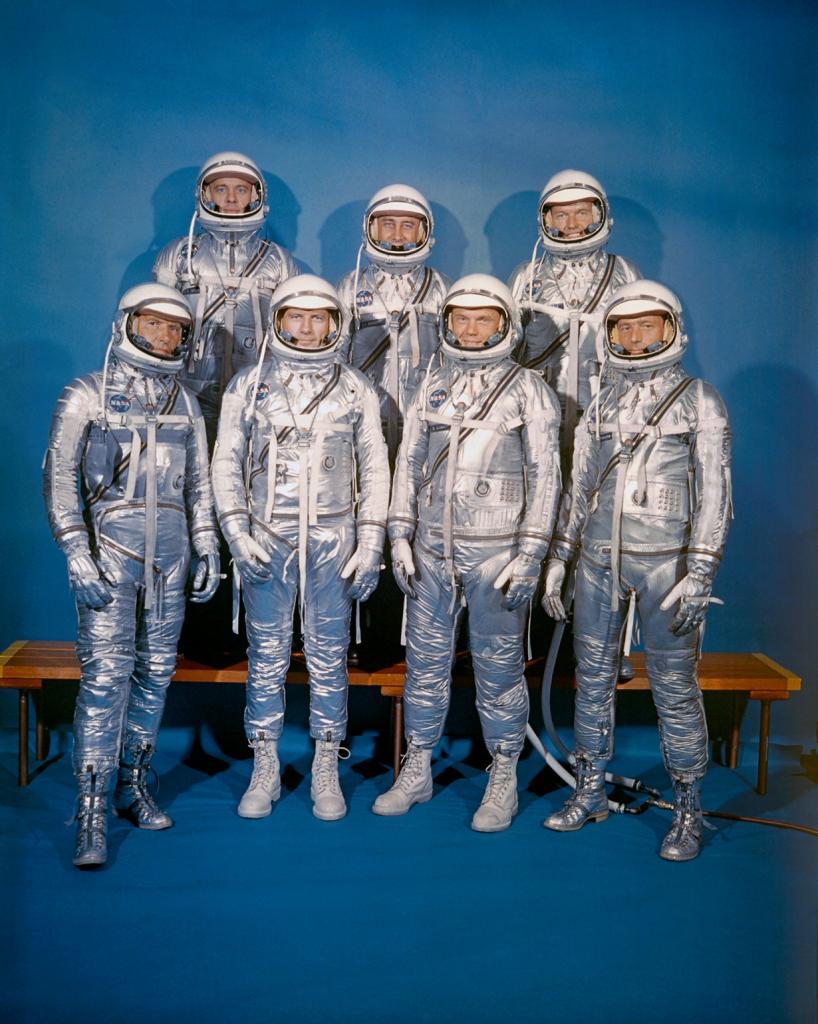 9 апреля 1959 года. Первый отряд астронавтов США: Алан Шепард, Вирджил Гриссом, Гордон Купер, Уолтер Ширра, Дональд Слейтон, Джон Гленн, Скотт Карпентер. (NASA on The Commons)