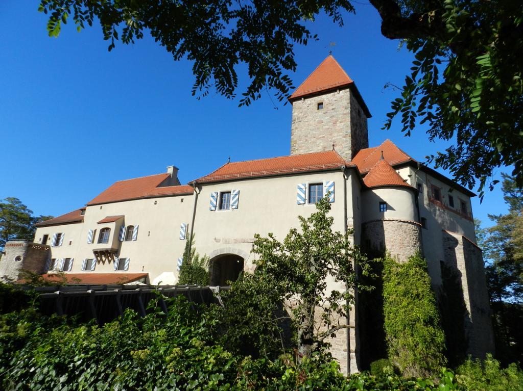 Германия. Вернберг-Кёблиц. Бавария. Первые упоминания о здании датируются 1280 годом; используется в качестве отеля с 1998 года. Стоимость двухместного номера за ночь — от €250. (A. Köppl)