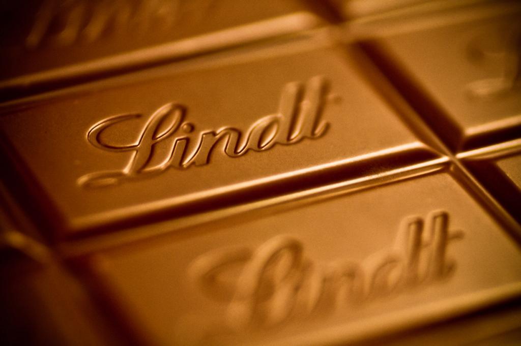 7 место. Lindt (Швейцария). История компании берёт своё начало с 1845 года. Производитель славится своим премиальным высококачественным шоколадом; продукция Lindt представлена на рынках 100 стран мира. (Live4Soccer(L4S))