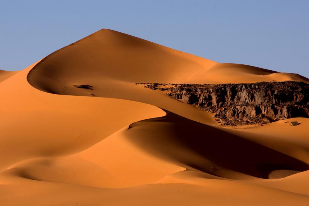Ливия. Свержение Муаммара Каддафи, гражданская война, постоянные ополчения, повсеместные руины сделали страну невостребованной среди туристов. Кроме рисков, вас ещё ждут разнообразные ограничения: к примеру, на алкоголь и одежду. (Rainer Voegeli)