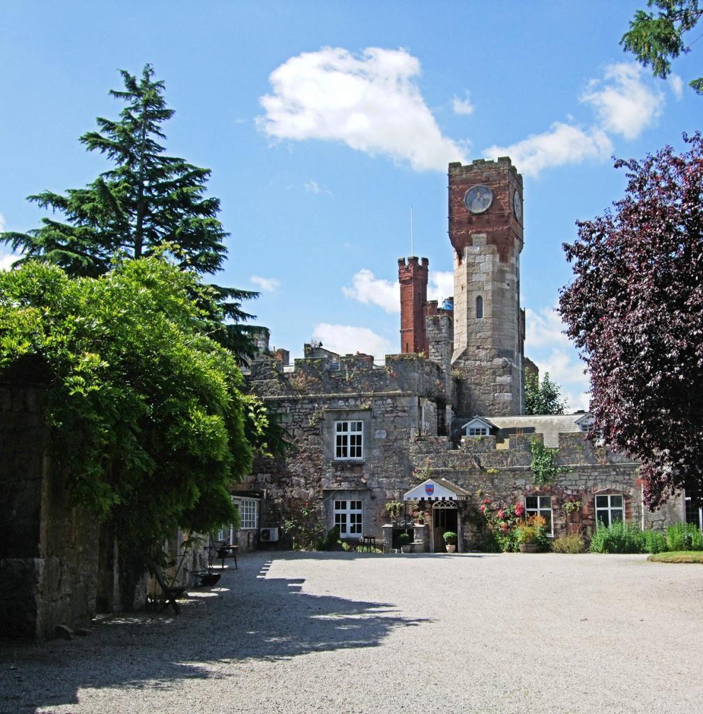 Великобритания. Уэльс. Замок Ратин. Здание было построено по приказу короля Эдуарда I в 1282 году; используется в качестве отеля с 1960 года. Стоимость номера за ночь — от £65. (Jim Linwood)
