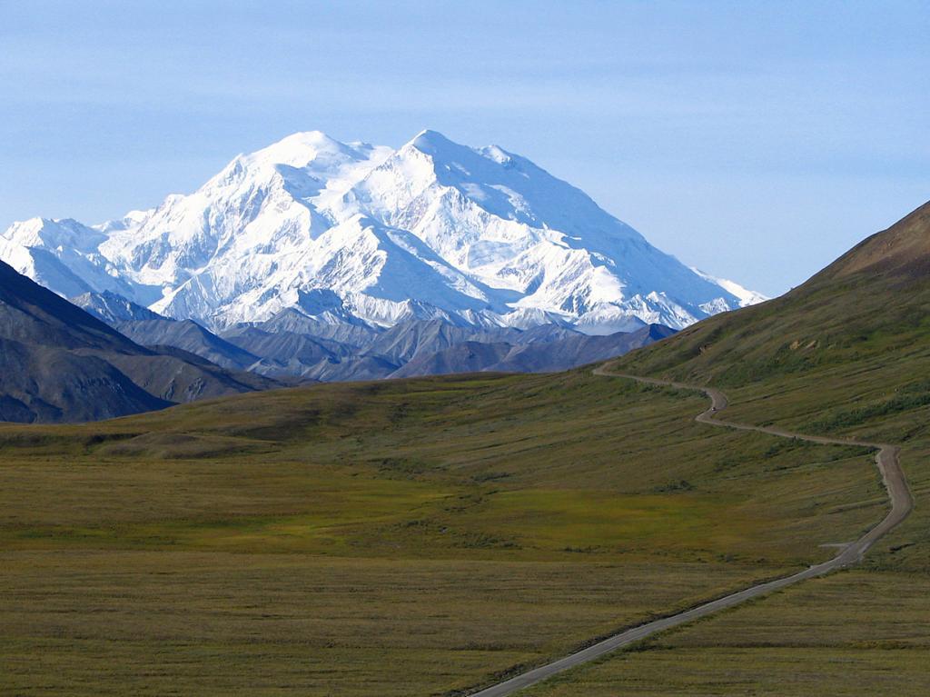 США. Аляска. Гора Мак-Кинли (6194 м над уровнем моря). Маршрут, который подойдёт для новичков носит название «Вест Баттерс». (Derek Ramsey)
