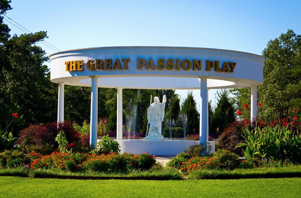 США. Юрика-Спрингс , Арканзас. Парк The Great Passion Play. (Doug Wertman)