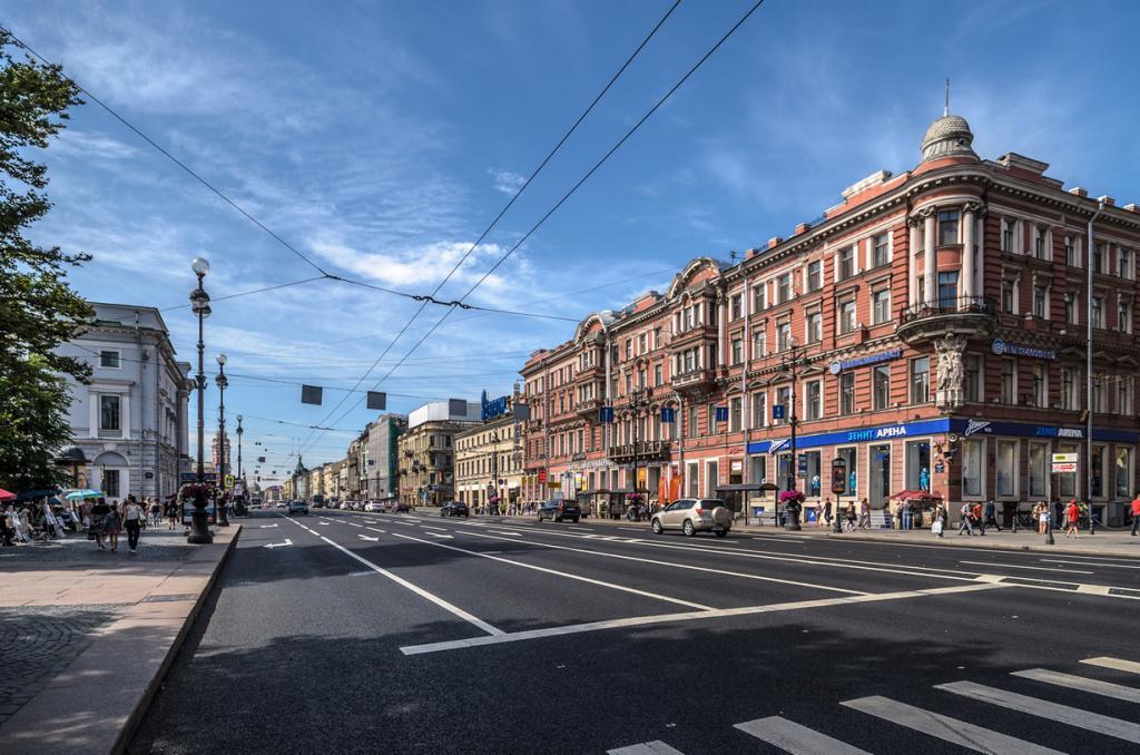 Россия. Санкт-Петербург. Невский проспект. (Alex Florstein)