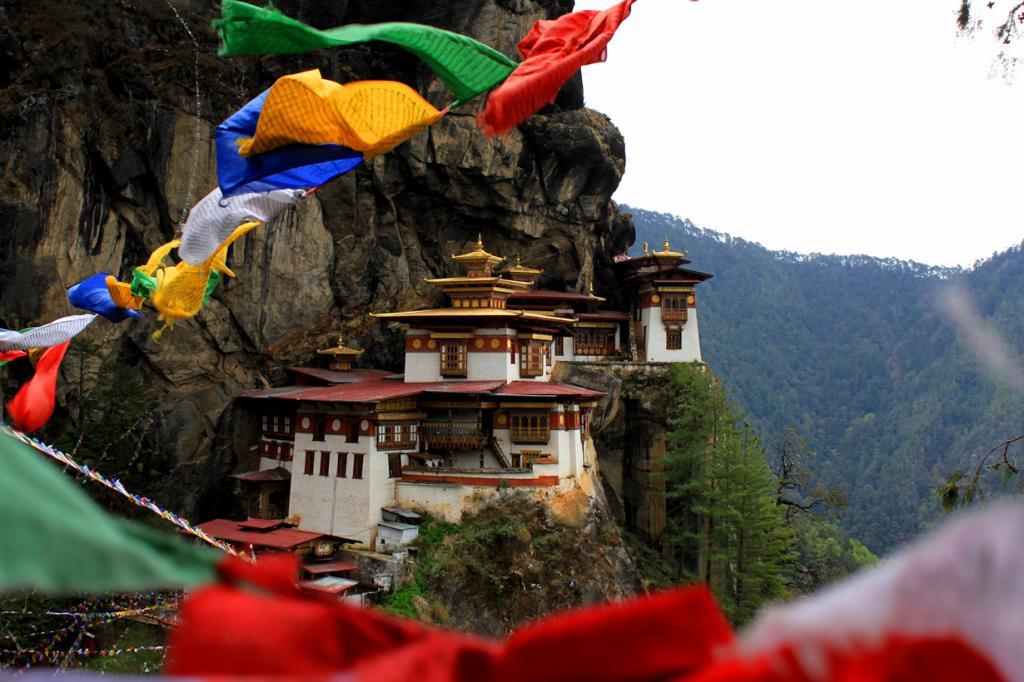 Бутан. Попасть в страну в качестве туриста — испытание не из лёгких. Беспокоясь о нетронутости местной культуры и достопримечательностей, правительство строго контролирует сферу туризма. Ко всему прочему, путешественники вынуждены оплачивать высокую пошлину за каждый день своего пребывания в Бутане. (Travis Lupick)