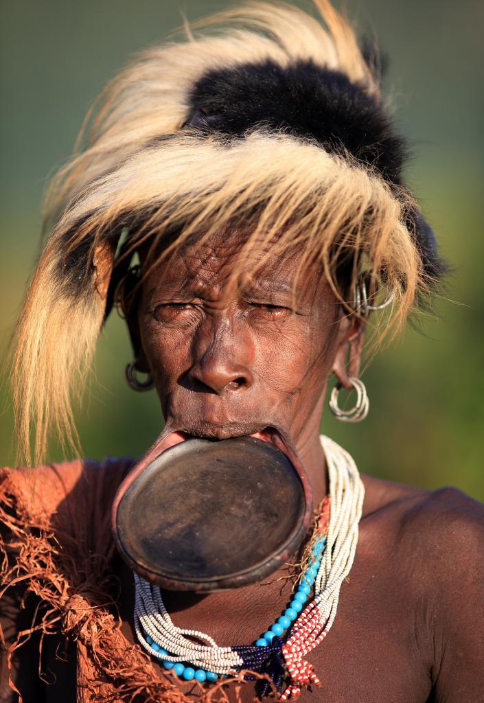 Как мужчины, так и женщины бреют головы — это показатель красоты. (Dietmar Temps)