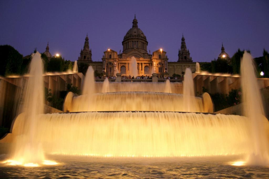 Испания. 60.7 млн туристов. (Andrew E. Larsen)