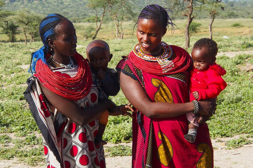 Самбуру. Они весьма схожи с масаями. Как мужчины, так и женщины используют в качестве одежды «канга» (кусок ткани). (Alfredo Miguel Romero)
