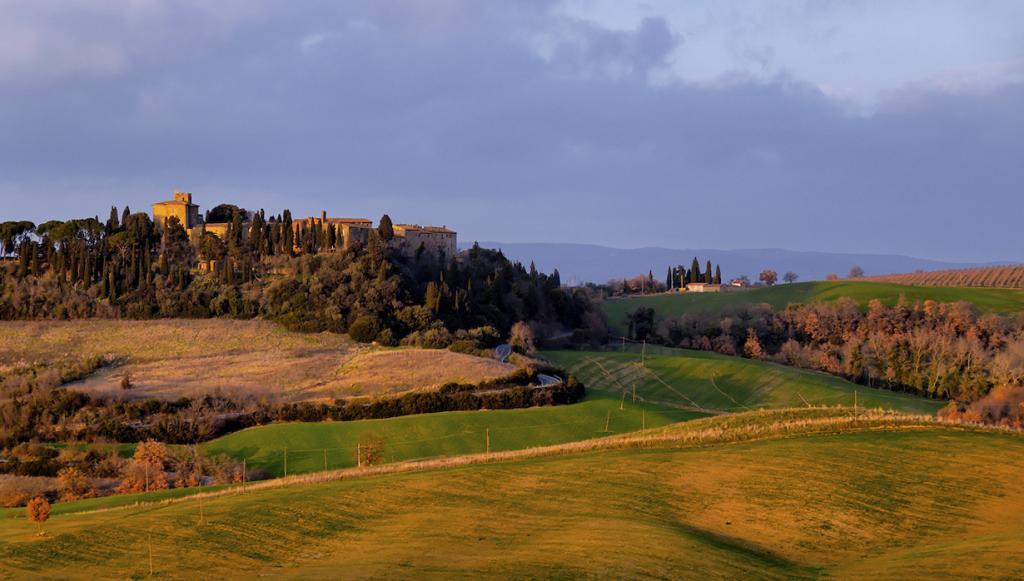 Италия. Тоскана. Замок Поррона. В здании расположено 22 номера гостиницы. Стоимость двухместного номера за ночь — от €90. (Dimit®i)