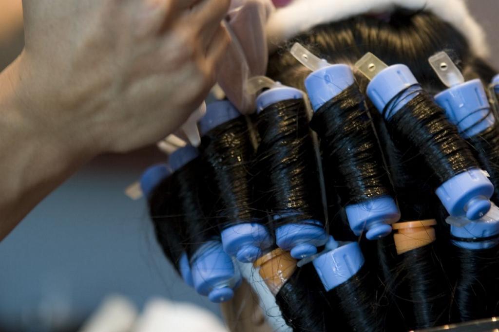 Химическая завивка. Впервые была продемонстрирована немецким парикмахером Карлом Людвигом Несслером. (pudgeefeet)