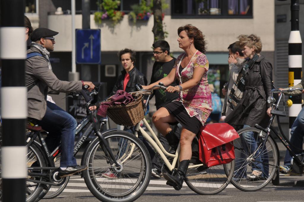 Нидерланды. Амстердам. Цена аренды зависит от компании проката и класса самого велосипеда. (Amsterdamized)