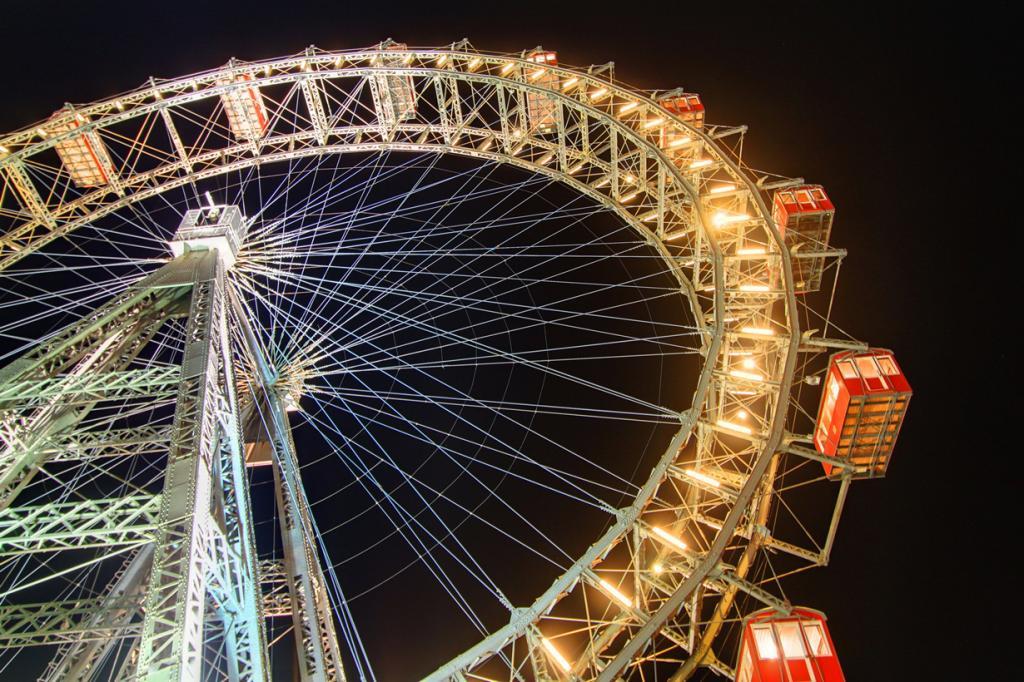Австрия. Венское колесо обозрения. Аттракцион был построен в 1897 году. (Clark & Kim Kays)