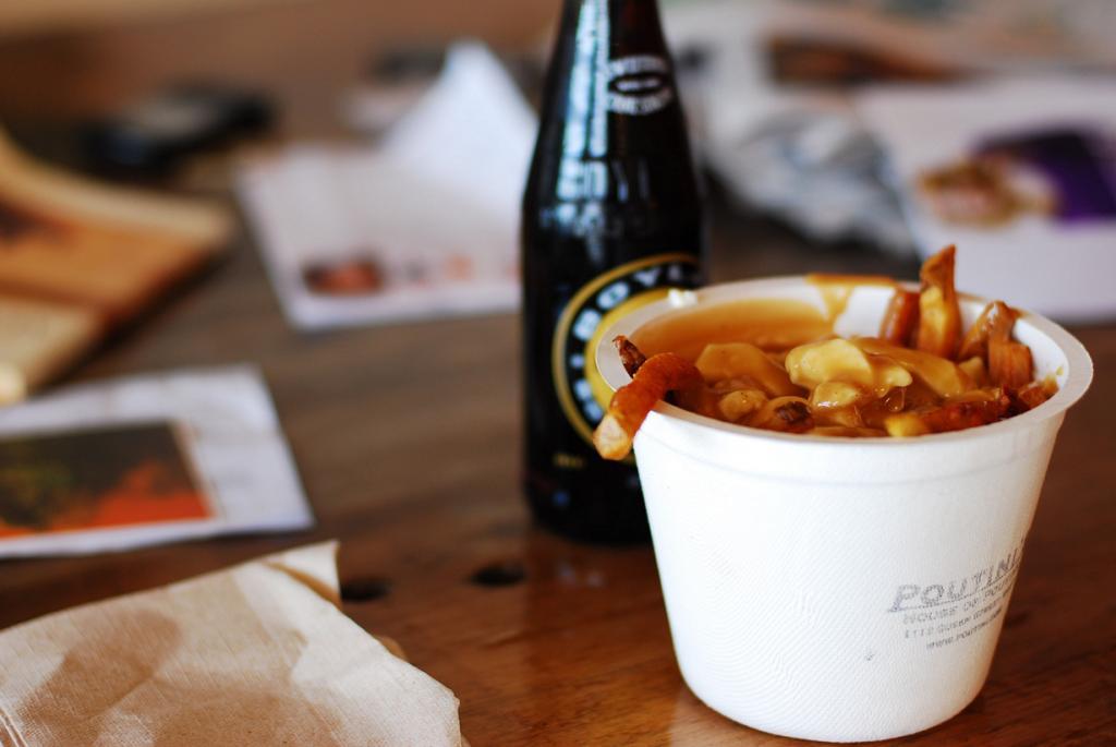 В Канаде проблему похмелья решают с помощью путин — картофеля-фри с подливой и сыром. (Lucas Richarz)