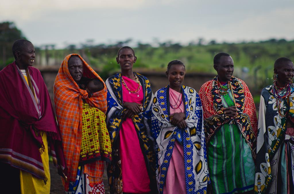 Считается, что чем больше украшений, тем выше положение в племени и больше красоты в самом человеке. (Edward Ziskin)