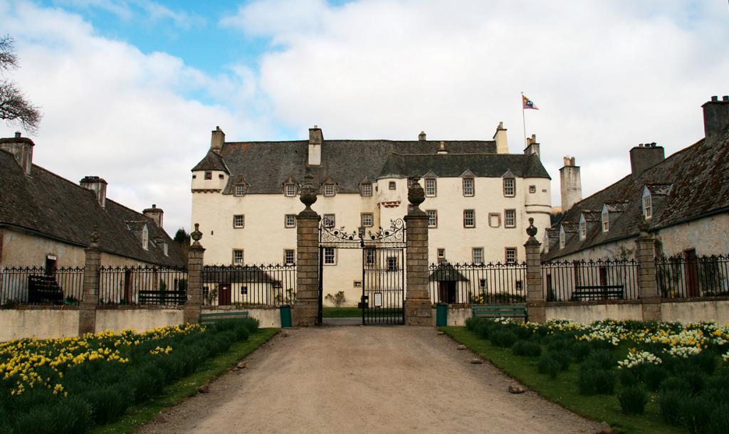 Великобритания. Шотландия. Замок Тракуэр. Здание было построено в 1107 году и являлось местом отдыха шотландских монархов. Стоимость двухместного номера за ночь варьируется от £110 до £190. (Patrick Down)