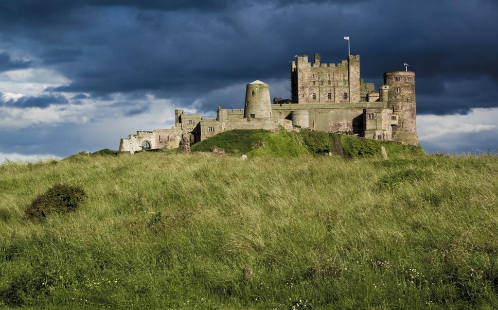 Замок Бамборо. Здание было задействовано в съёмках кинофильмов «Король Артур» режиссёра Антуана Фукуа, «Робин Гуд» режиссёра Ридли Скотта. (Tim Gorman)