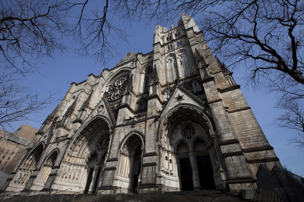 США. Нью-Йорк. Собор Иоанна Богослова. Строительство здания началось 27 декабря 1892 года. Однако, строительные работы ведутся по сей день. Интересно, что многие уже окрестили его как «Святой Иоанн Незавершенный». (Mindy)