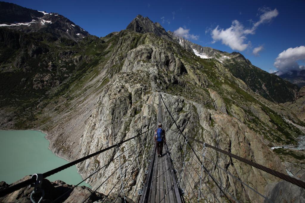 Швейцария. Кантон Берн. Висячий мост Трифт. Длина — 170 метров. (Andreina Schoeberlein)
