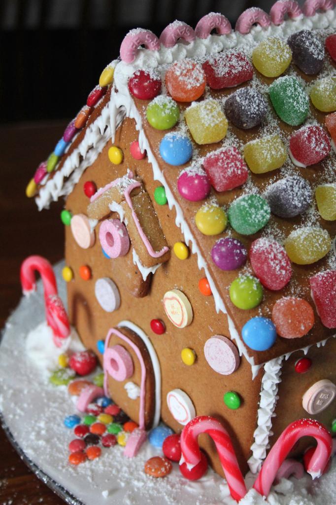 Пряничный домик. Мода на сладость возникла в Германии в XIX веке. (Crazy House Capers)