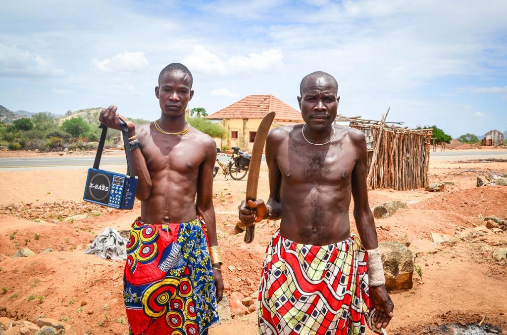 Ангола. Несмотря на то, что гражданская война в Анголе уже давно позади, преступность здесь процветает. Туристам, решившим посетить страну, не стоит выставлять свои имущество на показ, к примеру, одевать ценные вещи. Вести себя нужно скромно и осторожно. (jbdodane)